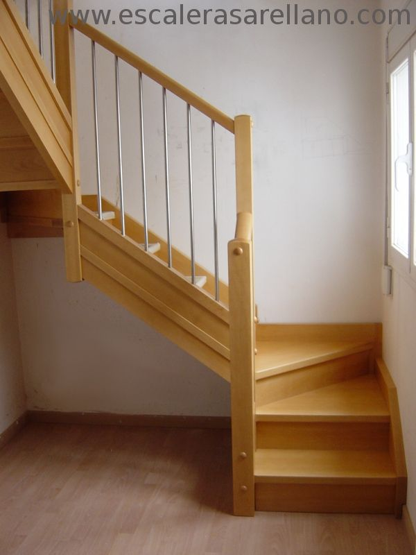 Arellano escaleras de madera escaleras de madera y for Como hacer una escalera en caracol