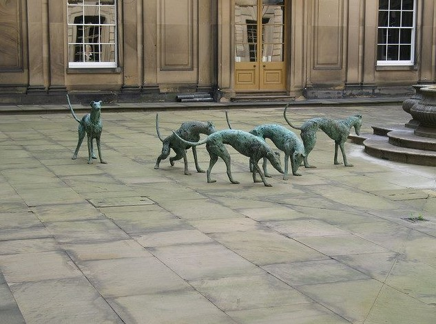 """ Greyhounds "" Bronze Sculpture By Nicola Hicks in Chatsworth Gardens ( England )"