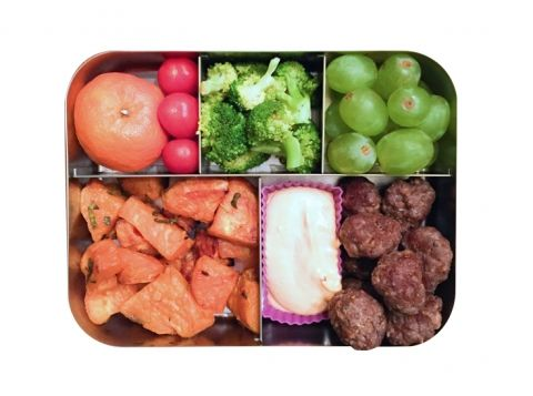 Turkey meatballs with Sriracha mayo Roasted sweet potatoes Grapes Steamed broccoli Clementine Cherry tomatoes