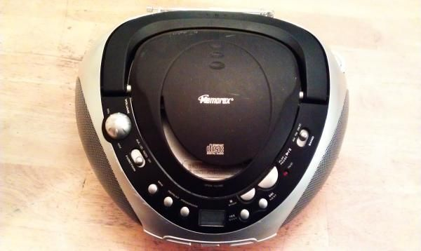 WORKING MEMOREX PORTABLE CD/RADIO PLAYER IN GOOD CONDITION