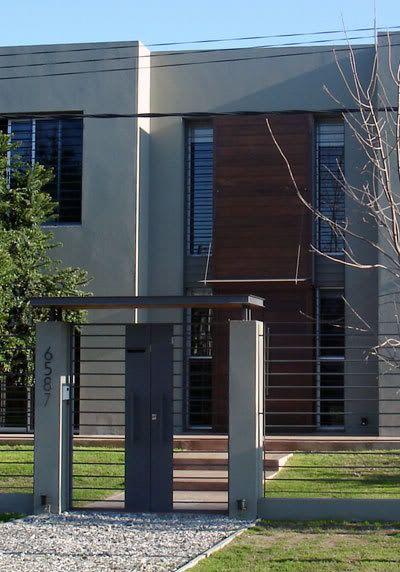 Rejas modernas horizontales buscar con google fachadas for Puertas de fierro para casas exterior