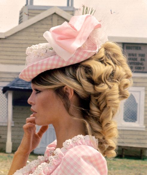 Would love to live and dress like that in that era #dressesfromthesouthernbelleera