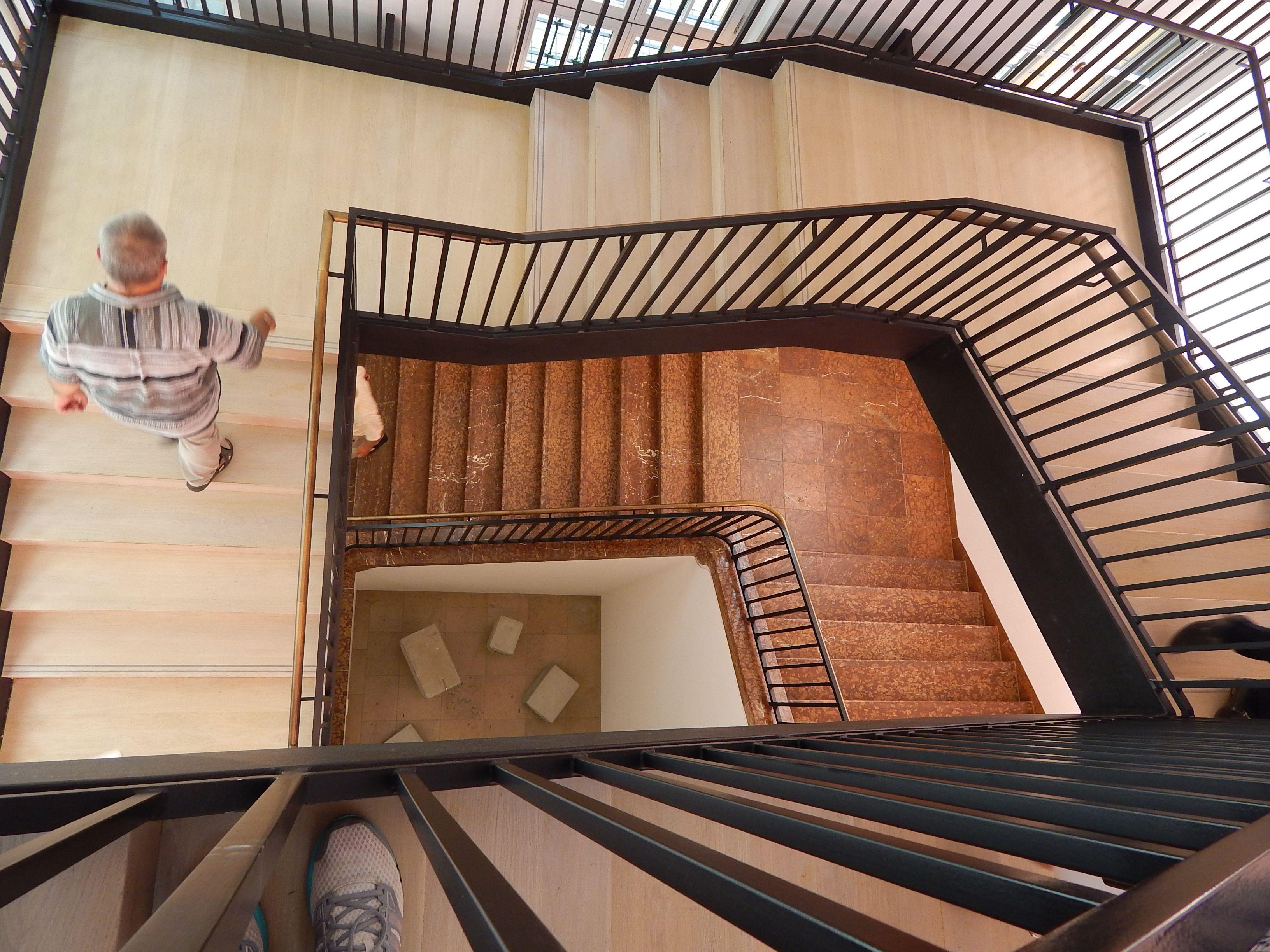 Treppen München zusammenspiel aus alten und neuen treppen im lenbachhaus in münchen