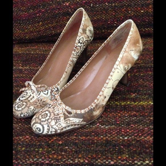 Fabulous pumps! Size 8.5 Circa by Joan and David pumps. Excellent condition, only worn once or twice. Joan & David Shoes Heels