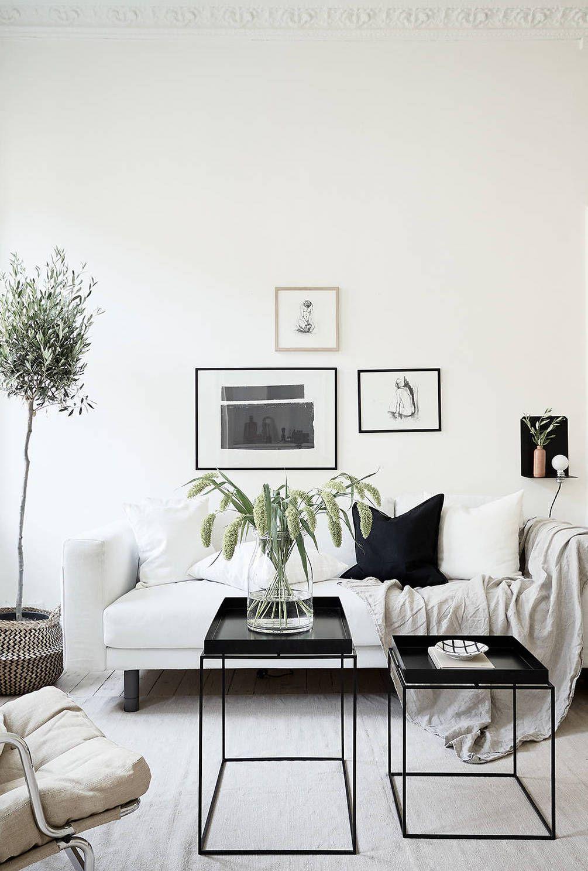 Home in a natural palette | Schwarz weiß, Wohnzimmer und Schwarzer
