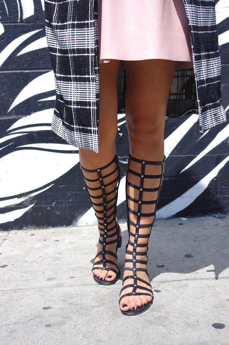 Stuart Weitzman gladiator sandals | La Vie de Villa #fashion #streetstyle #blogger