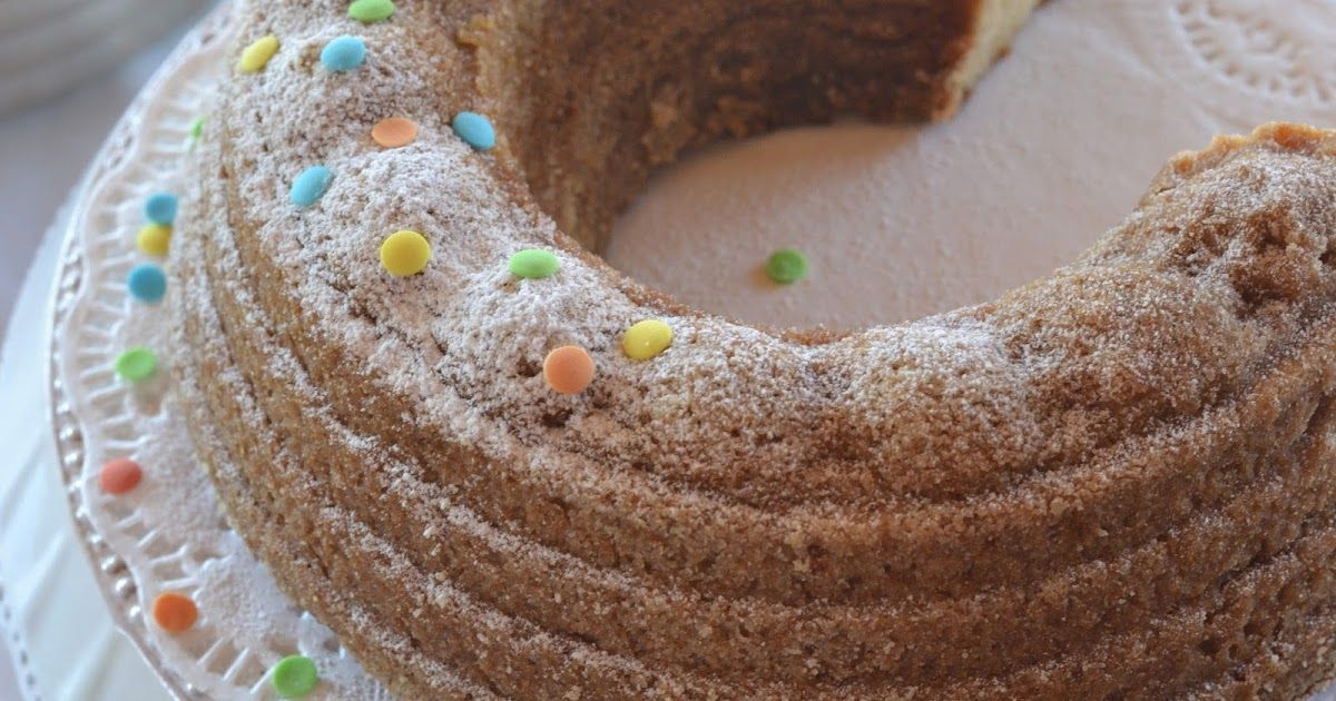 Voi siskot, tässä teille ihana, helppo, kahvikakun ohje arjen keskelle.   Tämän reseptin nappasin Kakkuviikarilta ja nämä kahvikakuth...