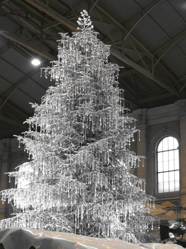 swarovski crystal christmas tree this display really knocks your eyes out zurich train station - Crystal Christmas Trees