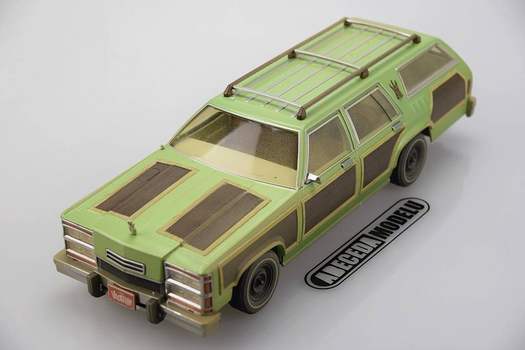 """Ford Wagon Queen """"Family Truckster"""" with Luggage & Aunt"""