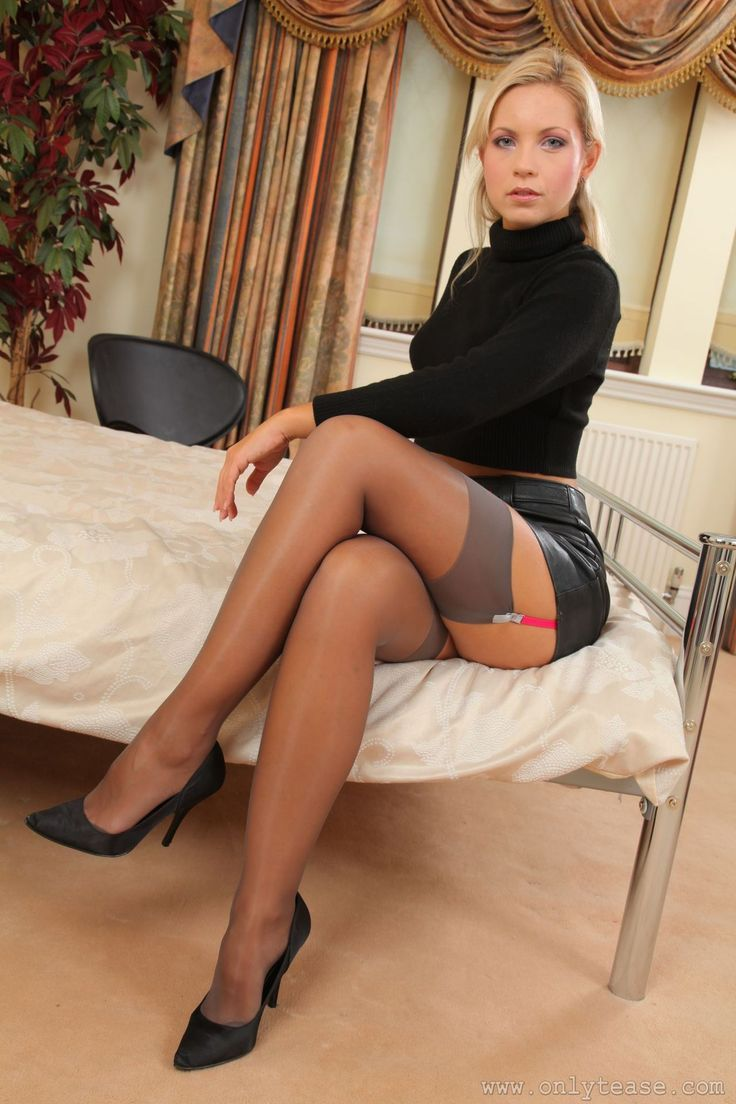 15484952749_d2fe8c5dba_o (736×1104) | nylons + stockings