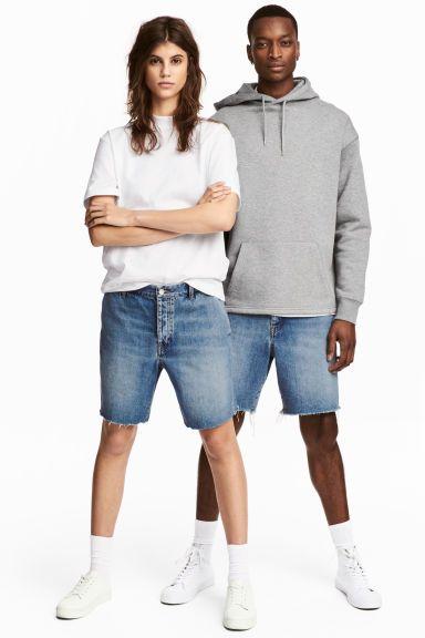 Uni Shorts Modell