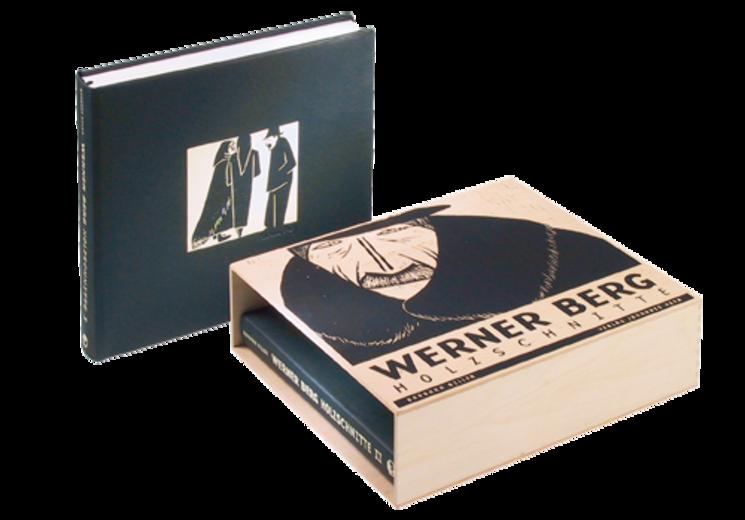 #Kunstbildband • Exklusiver Kunstbildband in hochwertigem #Schuber. • Buchbinderische Arbeit • Ledereinband mit Farbprägung • Holzschuber mit #Siebdruckmotiv • Versandfertig • #Dinkhauser Kartonagen, # Buchbinderei, #Verpackung