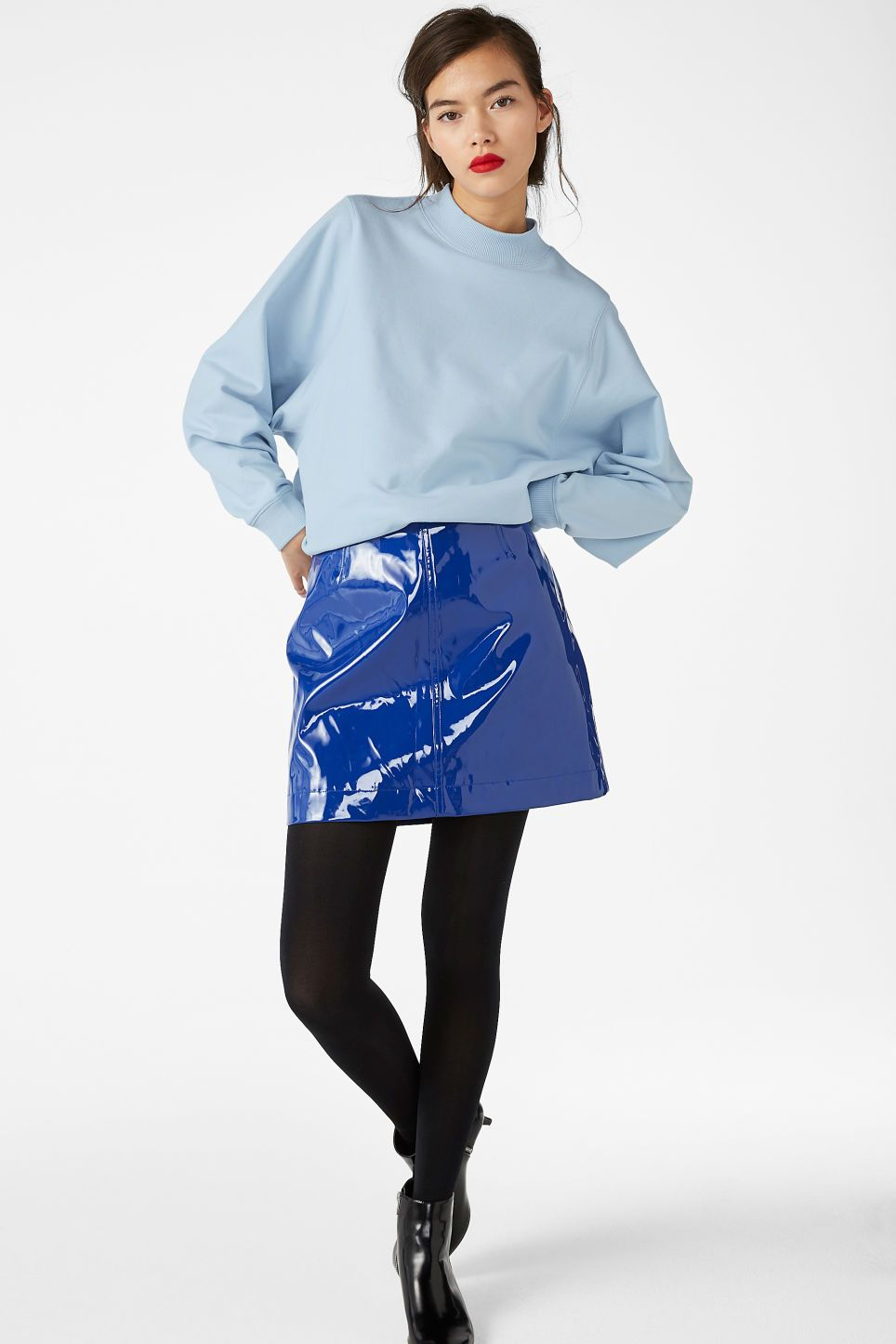21d28c55014c A glossy faux leather skirt with zip-back fastening. Fake it til you make  it gurl! In a size 38 the waist width is 75,5 cm and the length is 40 cm.