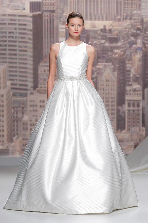 Wedding dress trends for 2015 - Classic wedding dresses  Dress: Rosa Clara