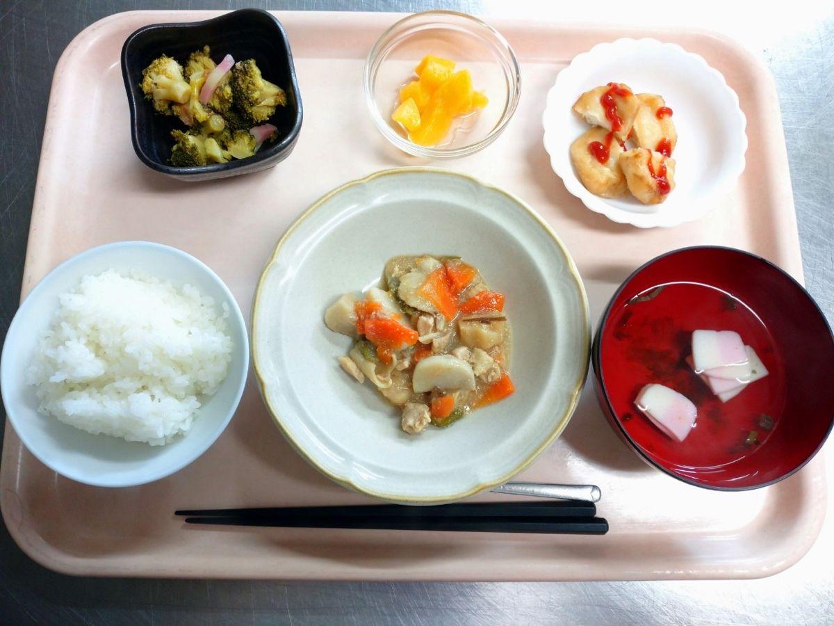 ごはん、すまし汁、筑前煮、豆腐ナゲット、ブロッコリーのゆずドレ和え、黄桃でした!