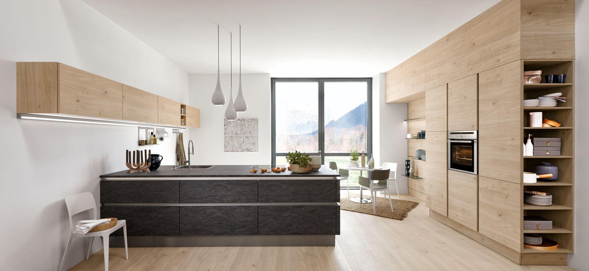 Moderne Inselküche Artwood Asteiche Natur und Stone Basalt mit ...