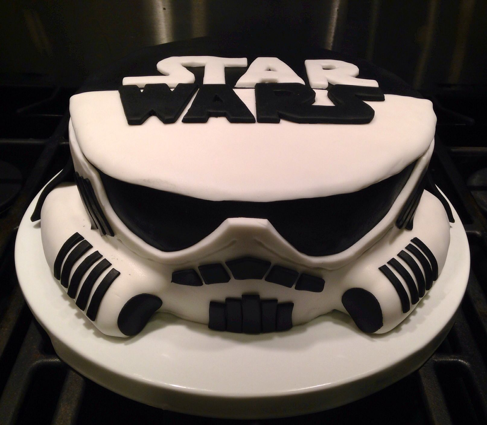 star wars stormtrooper and darth vader cake cakes cakes and more cakes pinterest cake. Black Bedroom Furniture Sets. Home Design Ideas