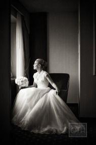 Beautiful, classic look.  Brooklyn museum wedding from Christian Oth Studio + Bellafare / Style Me Pretty