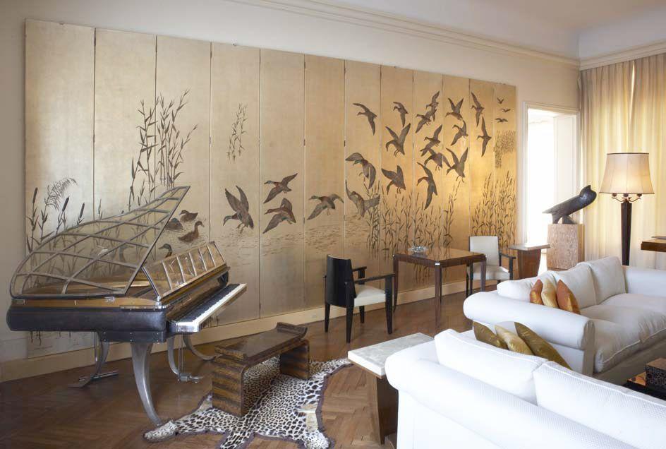 Salon comportant notamment un spectaculaire paravent de for Neo art deco interior design