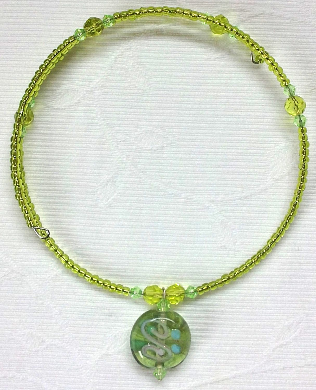 Wrap around, memory wire necklace with pendant. €6,00, via ...
