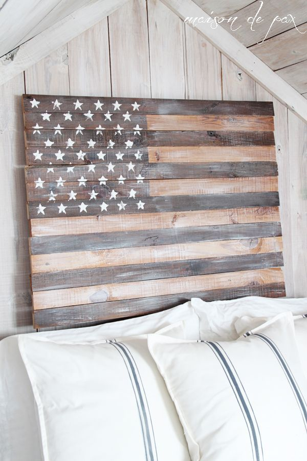 See this tutorial to make your own stunning DIY planked American flag. In neutral colors, this simple patriotic artwork can be used year round. #homedecor #decorideas