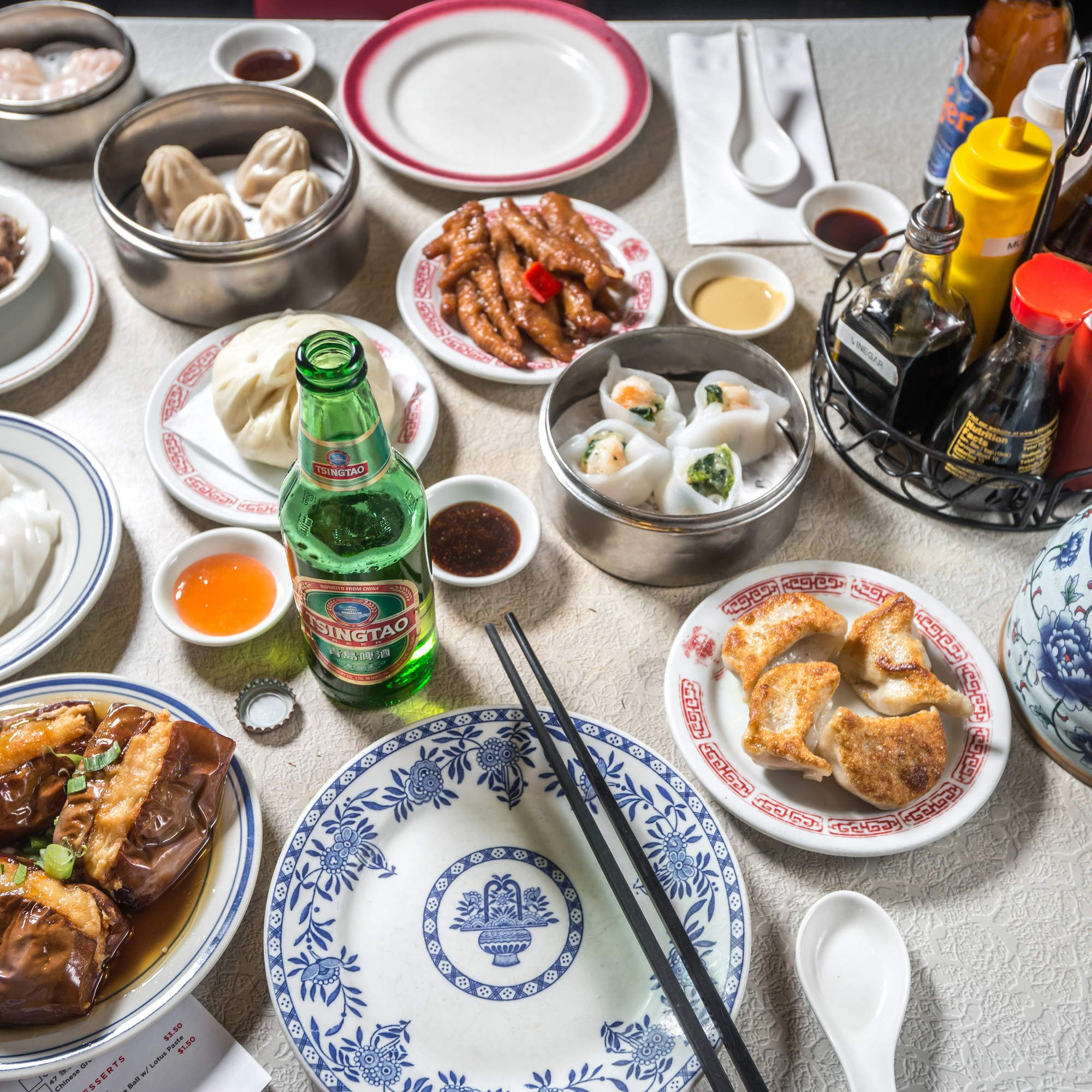 The Definitive Guide To Eating And Drinking In Chinatown Best Chinese Food Nyc Food Best Chinese Food Nyc