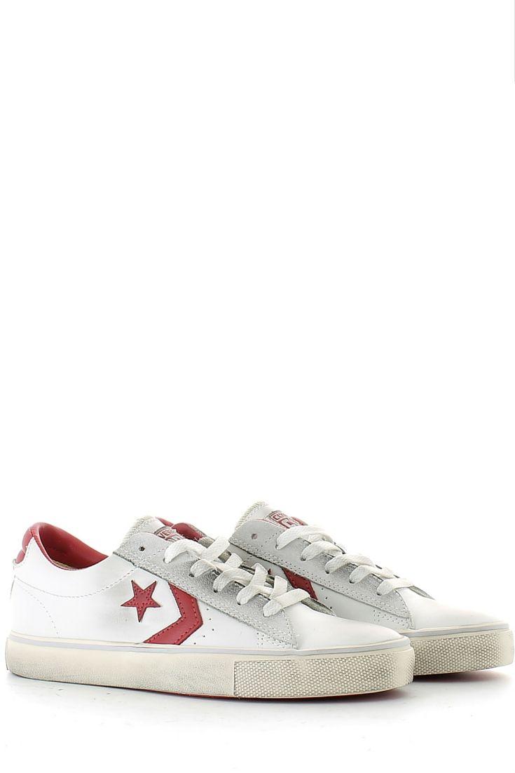 Ecco la sneaker bassa di converse, in pelle bianca con icona laterale rossa,  comoda