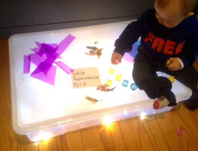 G nial pour les enfant une table lumineuse pas cher for Table lumineuse
