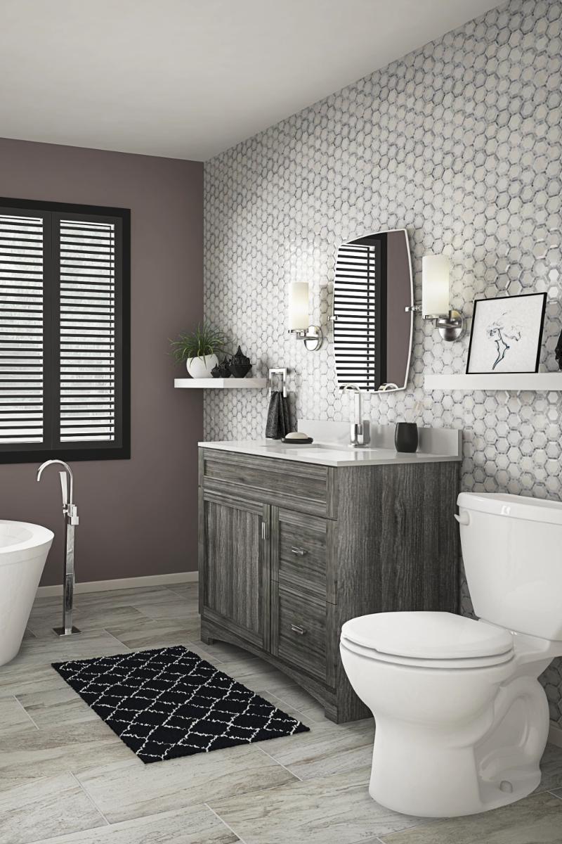 Photo of Bilancia una parete ruvida con una fredda parete d'accento neutro per un look da bagno che …