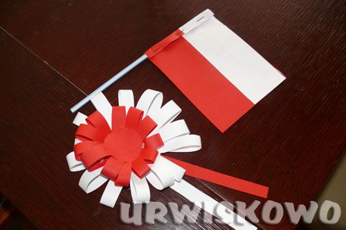 Kotylion I Flaga Czyli Krotka Lekcja Patriotyzmu Urwiskowo Preschool Crafts World Thinking Day Friendship Bracelets Diy