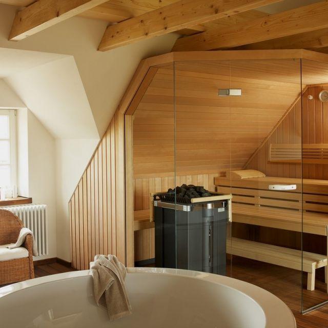 Bad Mit Sauna Planen Dachboden Glaswand Runde Badewanne