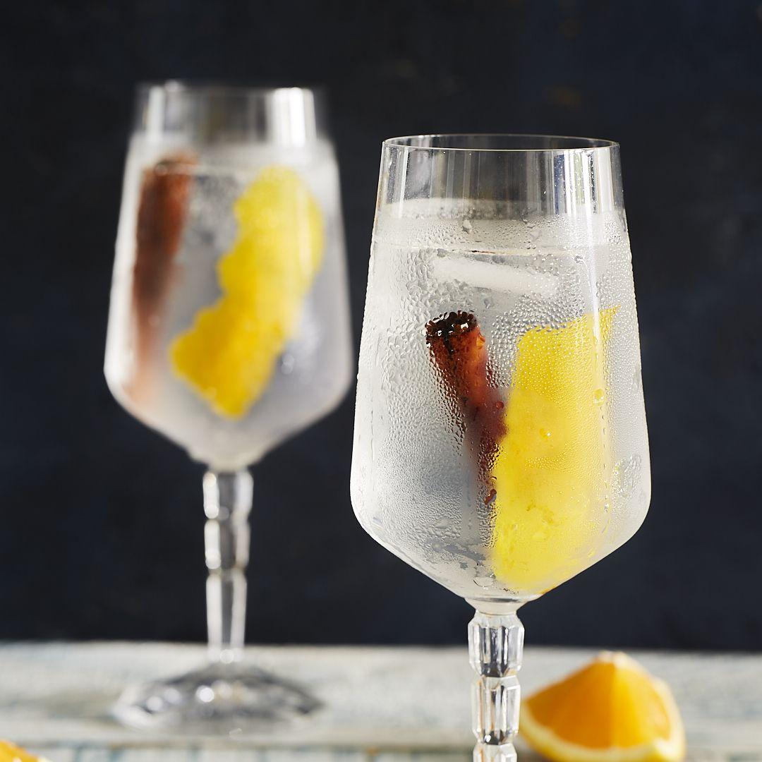 Gin Tonic mit Zimt und Orange