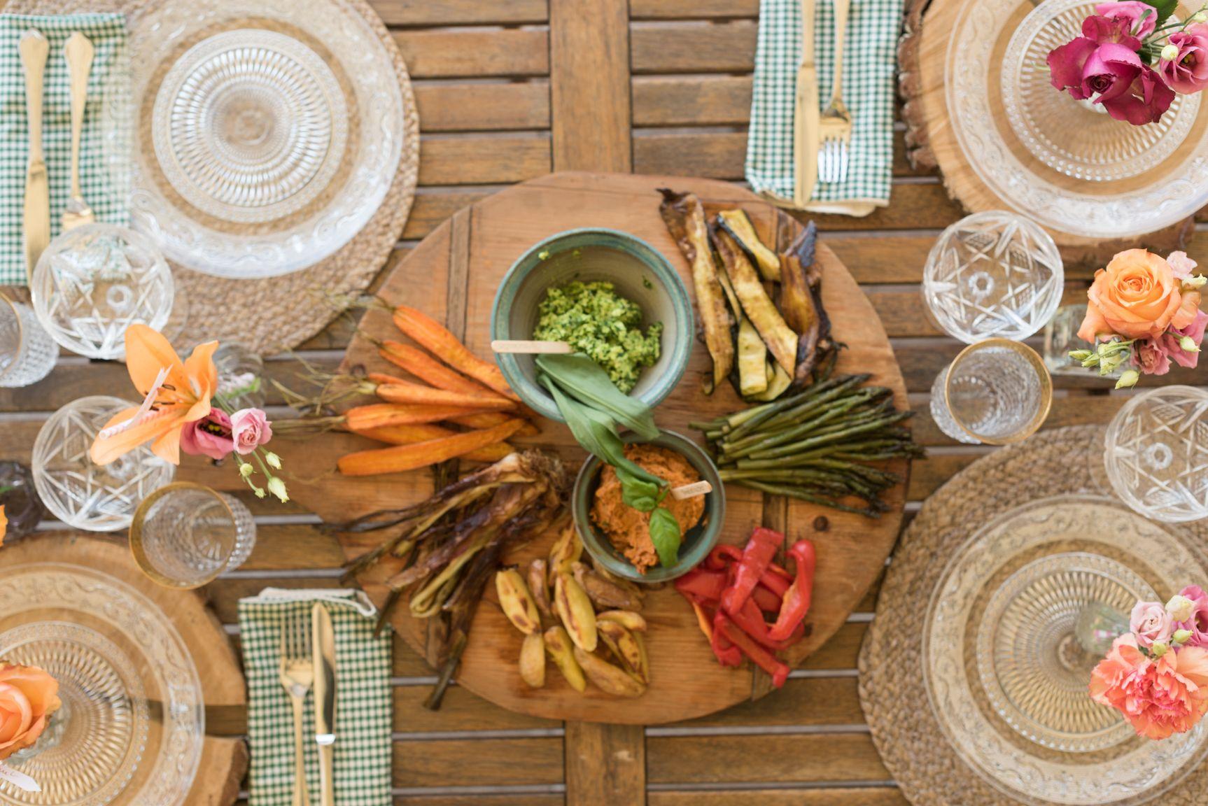 Tepro 1061 Holzkohlegrill Toronto Auf Rollwagen : Gedeckte tafel fröhliches grillfest pinterest fröhlich und