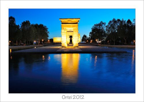 Templo Debod Nocturnas (by www.ortziomenaka.com)