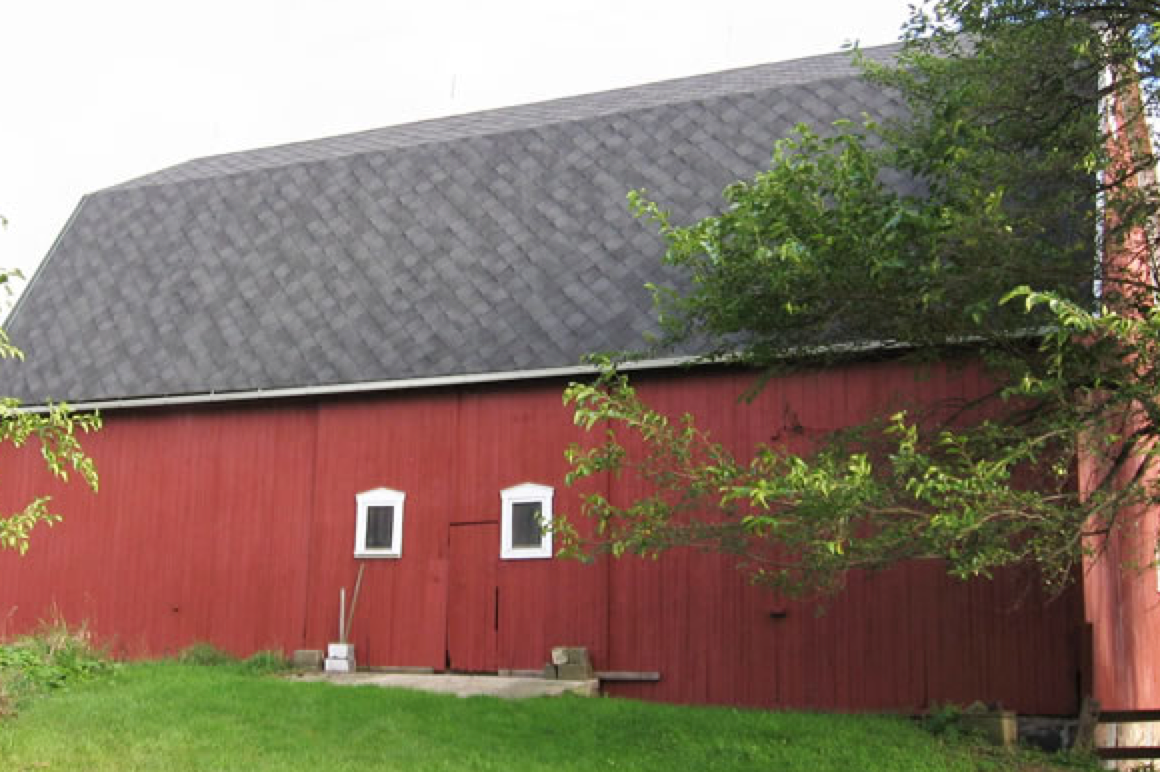 More Great Roof Barn Art In Ann Arbor Courtesy Of Sherriff Goslin The Roofing Shingle Color And Style Used For This B Shingle Colors Barn Roof Roofing Prices