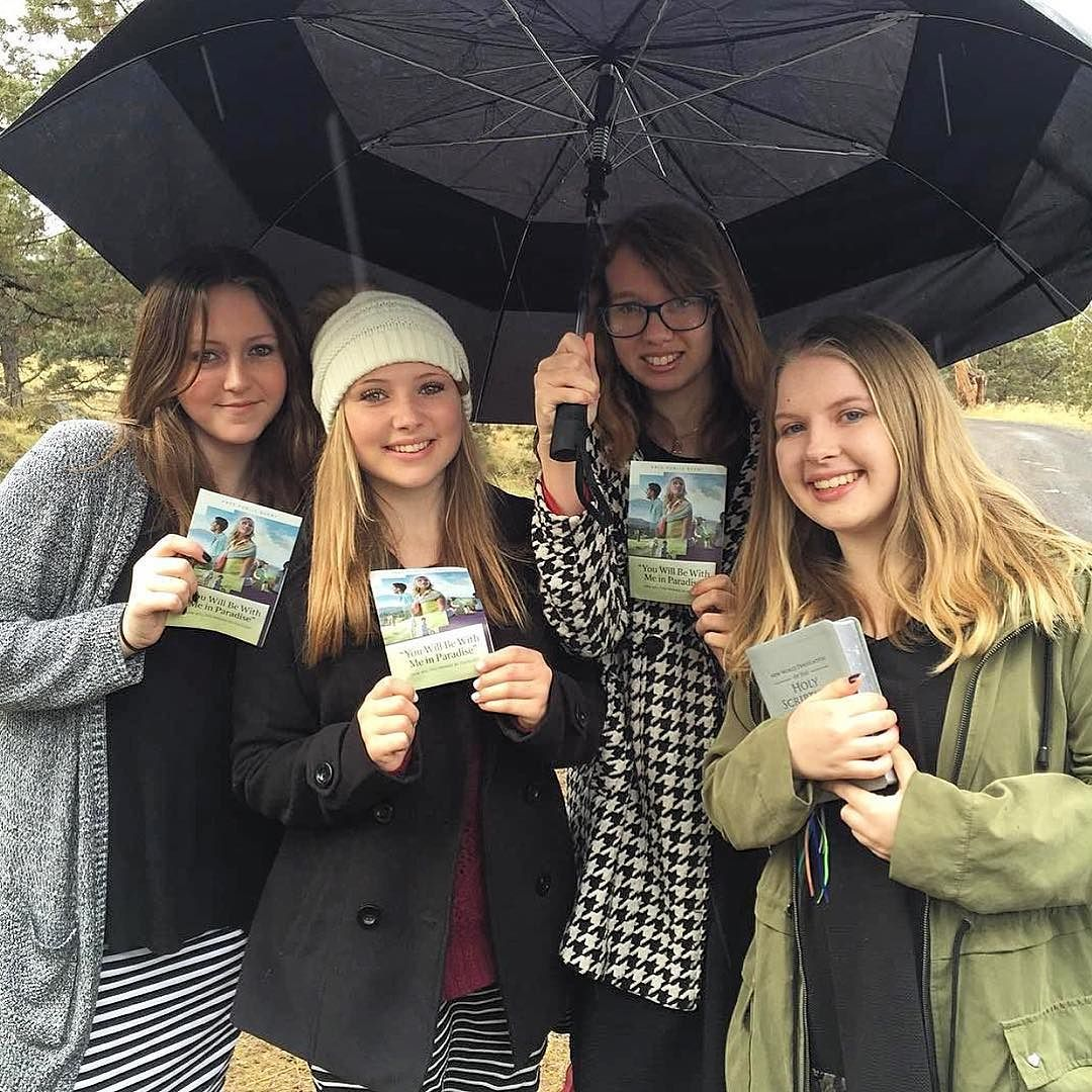 Our young sisters in Bend Oregon USA in the rain and snow doing our campaign work this morning. Its so wonderful to see friends encouraging each other to have a full share in serving Jehovah in their youth. Photo shared by @nikkiz33