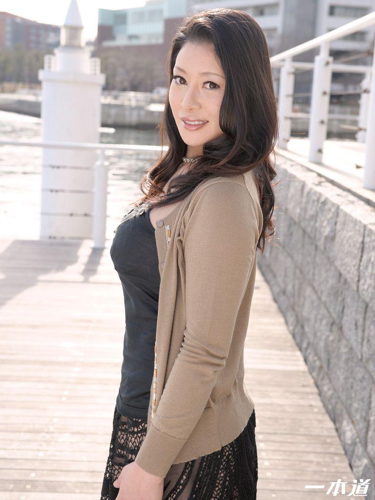 Sexy asiatische Milf liebt Hahn