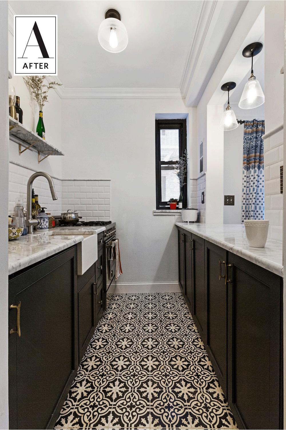 Before After A Tiny Crumbling New York Kitchen Goes Classic In
