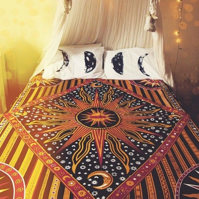 """#repost from @anenchantedlife_, wouldn't mind staying warm snuggling under one of these beautiful bed covers all morning long! ✨☀️✨ #weekend"""