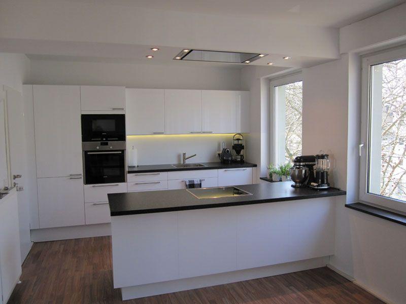 professionell-designte-kuche-kuecheninsel--weiss-modern-industrial - küche selber bauen holz