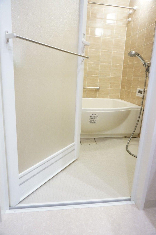 お風呂のドアの汚れる隙間 キレイをキープする方法あります 風呂