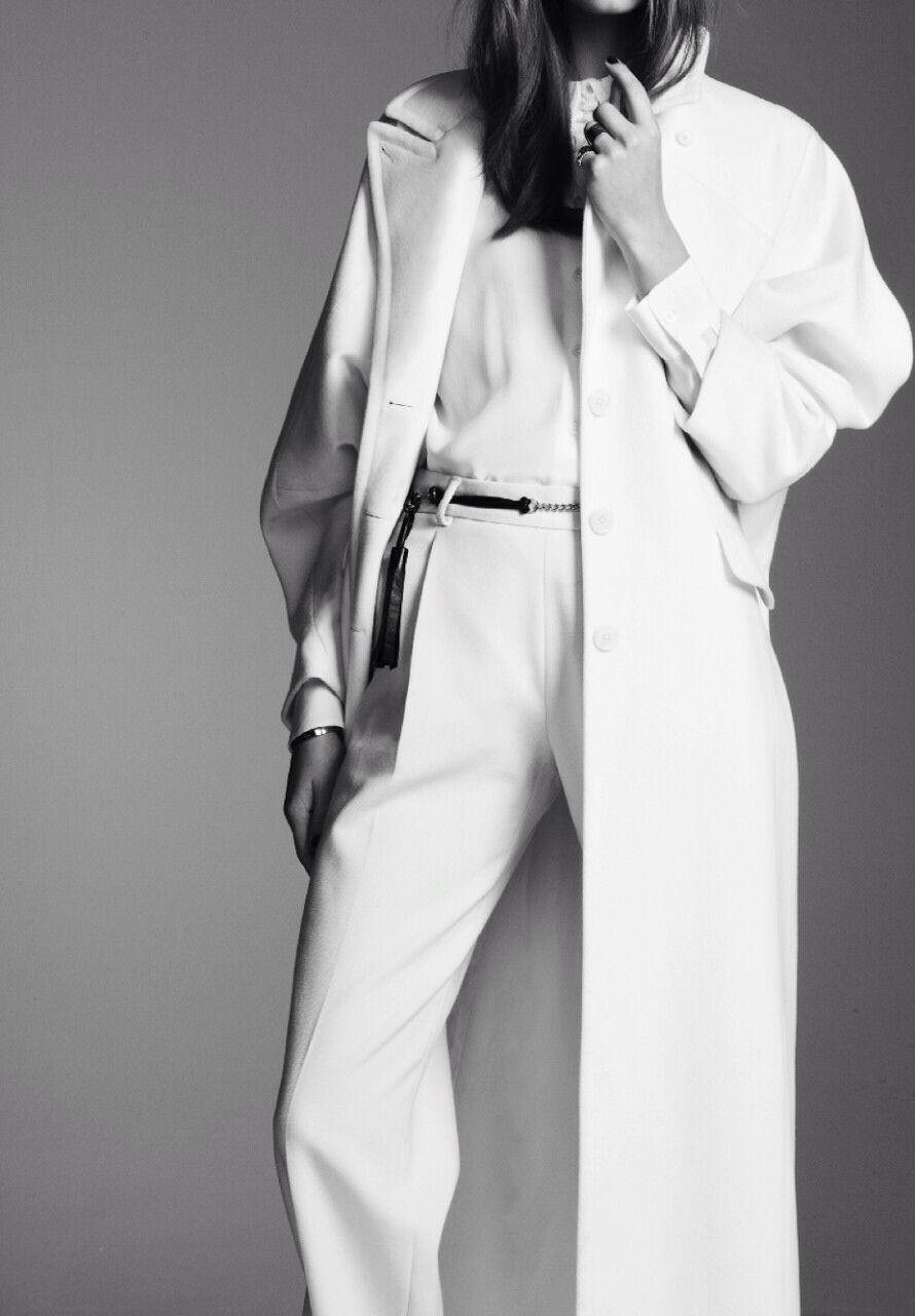 #allwhite #trenchcoat #minimalism