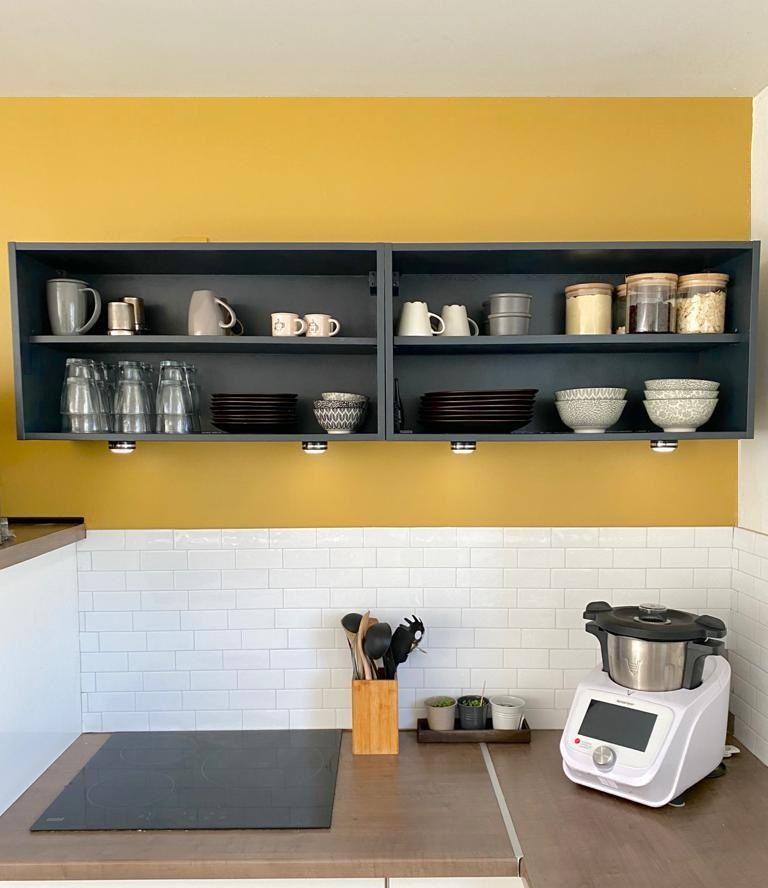 Tuto Diy Pour Relooking De Meuble Haut De Cuisine Ikea Metod A Portes Battantes En Meuble Noirs Ouverts Toute En 2020 Meuble Haut Cuisine Relooking Meuble Meuble Haut