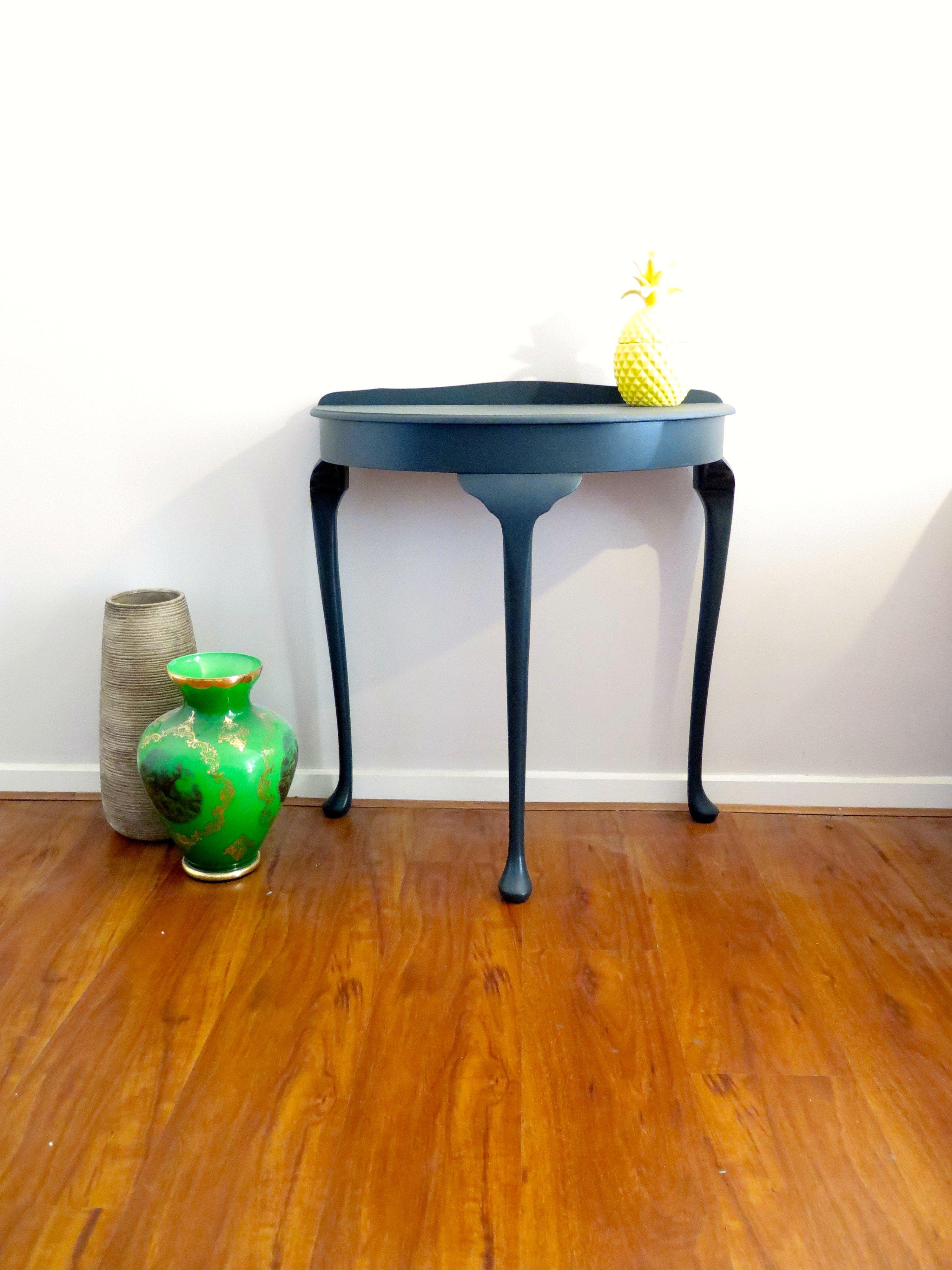 Queen Ann Bankje.Queen Anne Style Vintage Half Moon Hallway Table Painted In