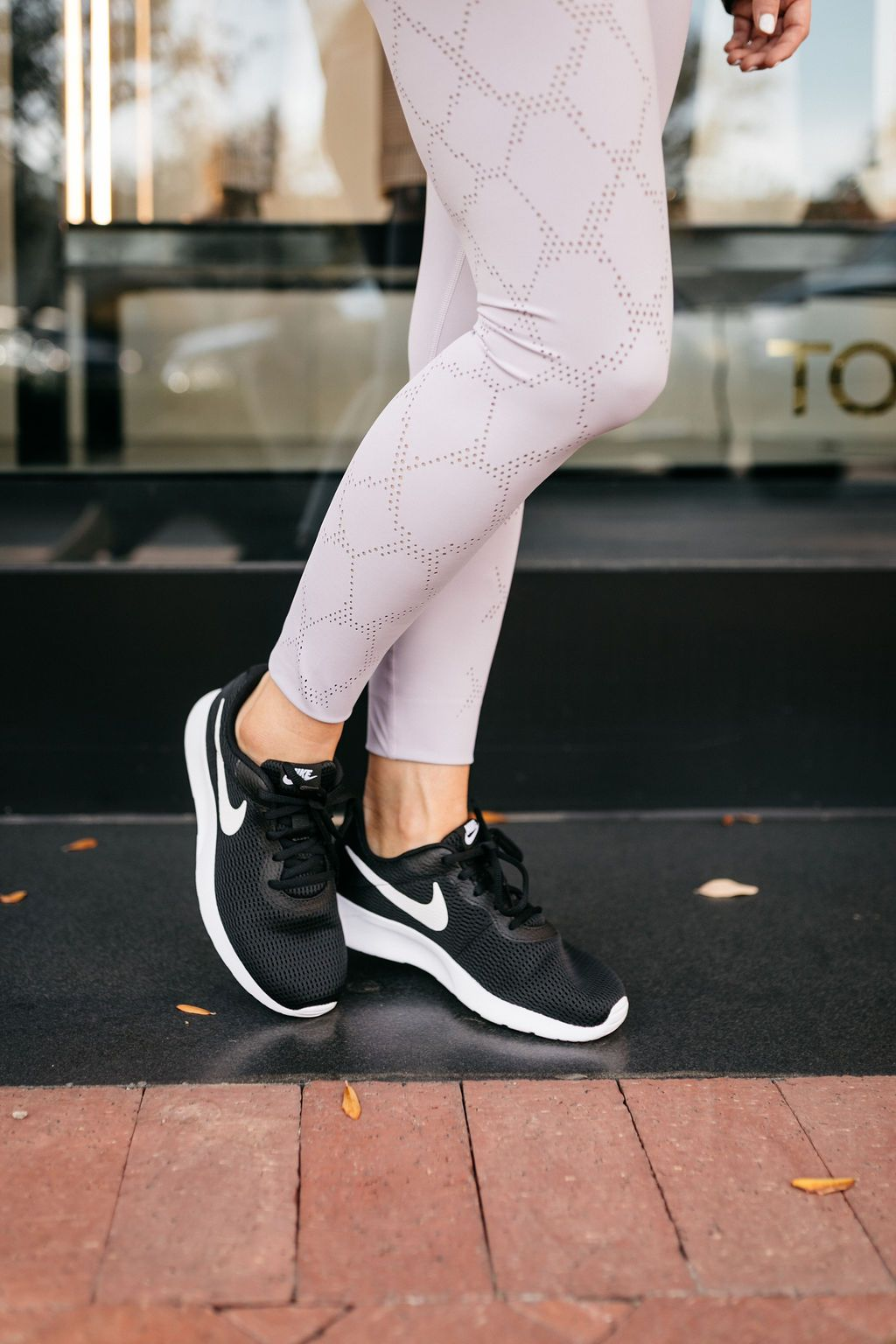 Sneakers looks, Black nikes, Nike shoes