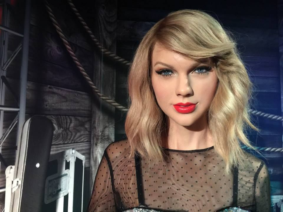 Taylor Swift Wax Figure At Madame Tussauds Orlando Madame Tussauds Attractions In Orlando Taylor Swift