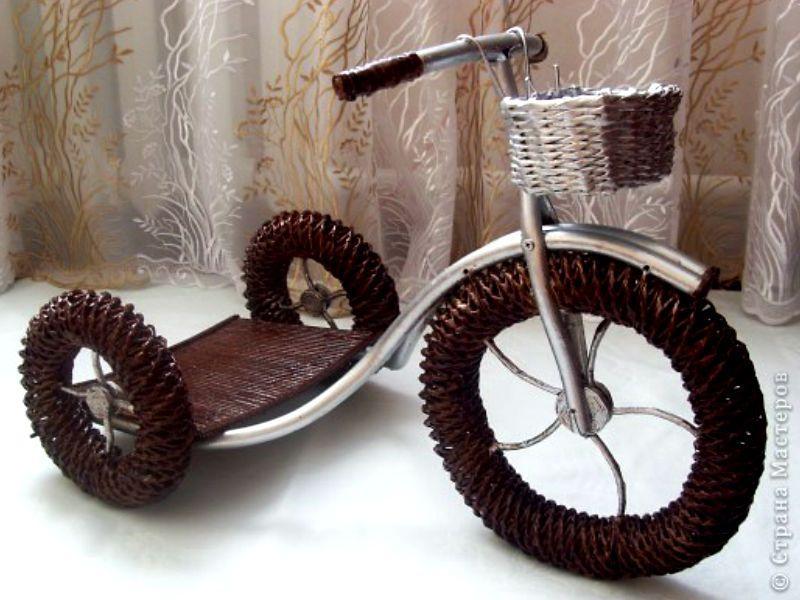 велосипеды из газетных трубочек фото провести выходной день