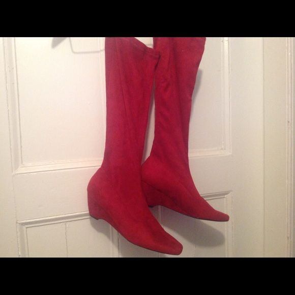 Easy Spirit Cranberry Suede wedge Stretch Boot Super comfy fits the wide calves in us,,,as well as the regular, stretch,, size 9 never ever worn too large for me, Easy Spirit Shoes Wedges