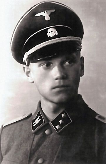 "Larry Thorne in his Waffen SS uniform...............Quien es"" bloooooooodyyyheeeeyy who on earth is "" larry thorne un amigo de mosley o tambien a ese lo mataron los comunistas ......"