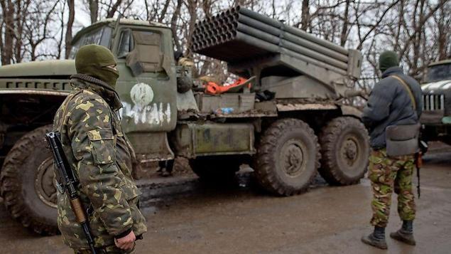 Einsatz im Dreck. Ukrainische Soldaten ziehen sich zurück. Russland schlägt im Ukraine-Konflikt Alarm. Kurz vor neuen Gesprächen in Berlin über die Lage im Kriegsgebiet Donbass erhebt Moskau schwere Vorwürfe. Erste US-Soldaten sollen als Ausbilder für das Militär in der Ukraine sein. Ist das die Vorbereitung auf einen größeren Krieg?